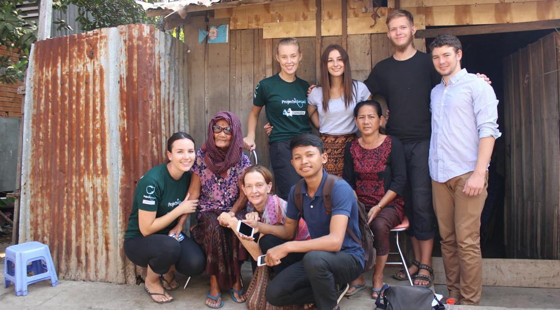 Support på plats för volontär i Kambodja .